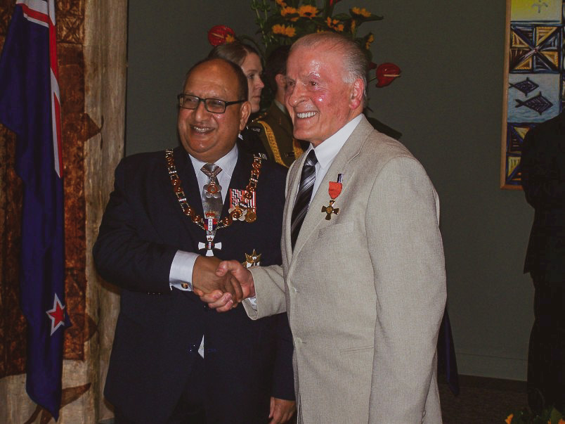 Frank Yukich (right) receiving the Officer of the New Zealand Order of Merit for services to the wine industry at Government House.